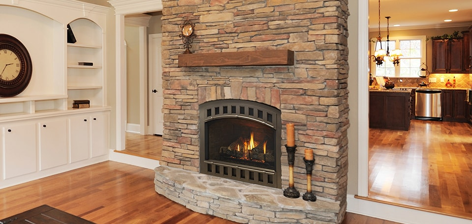 Caliber nXt Gas Fireplace with Contour front in black and traditional refractory